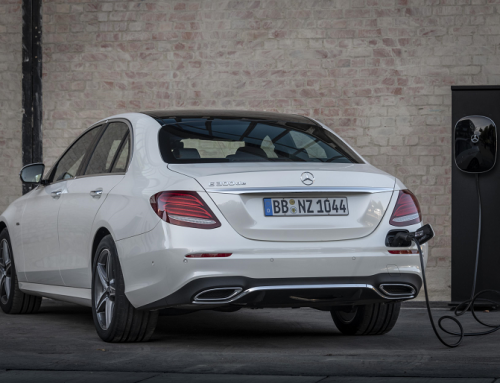 NEW HYBRID POWERED MERCEDES-BENZ E300 de. New car news.