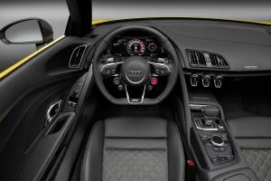 Audi R8 Spyder dash