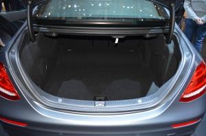 Mercedes Benz E Class 400 boot