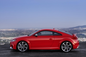 Audi TT rs side view