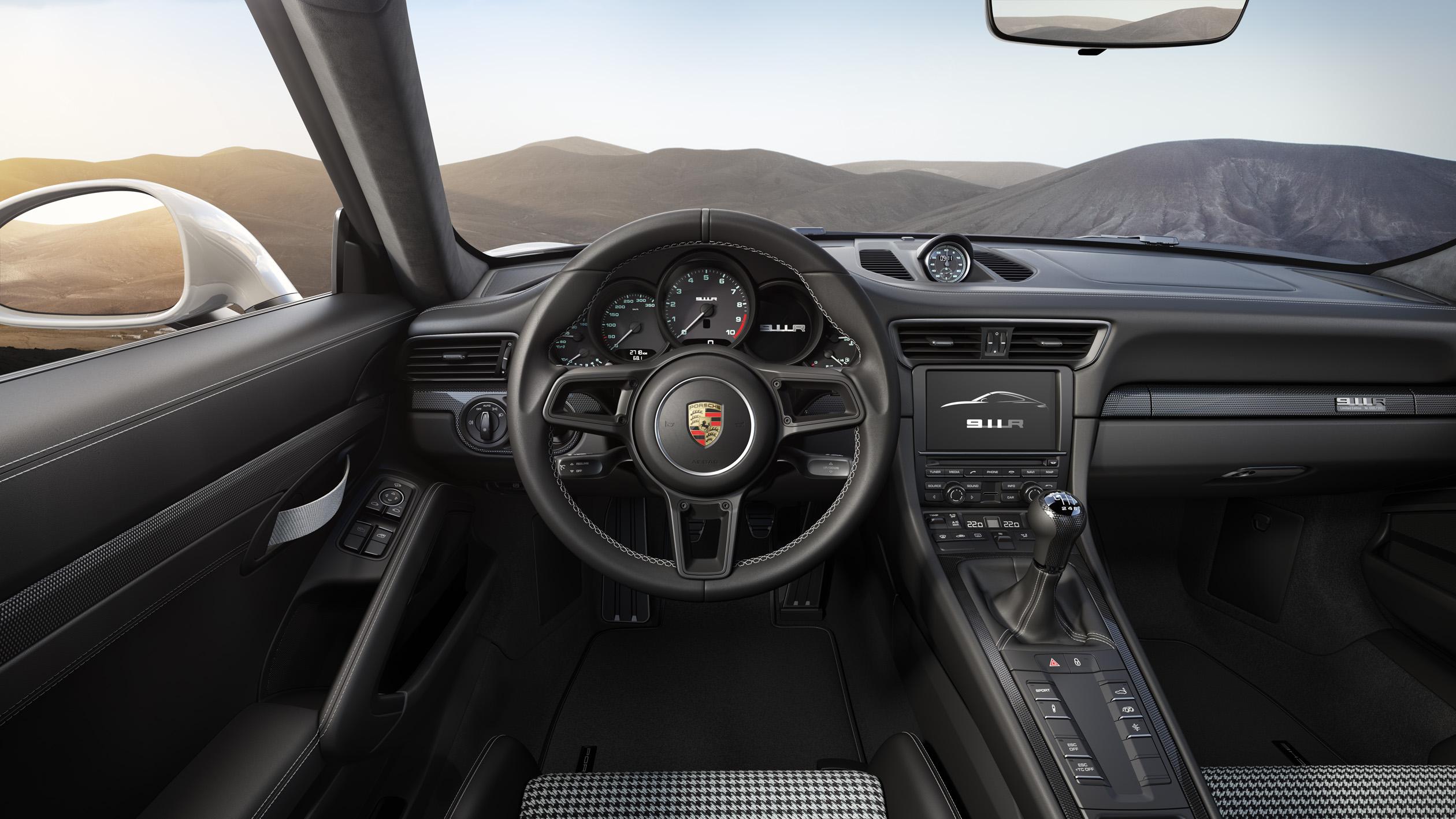 Porsche 911 R dash