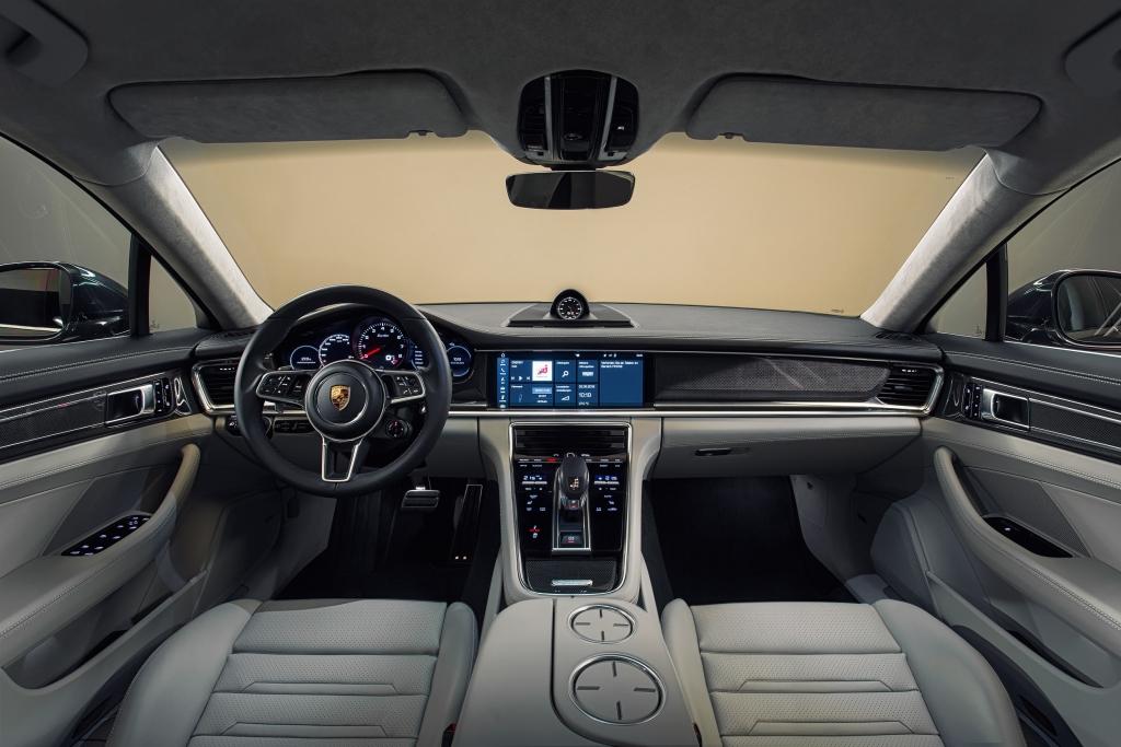 Porsche Panamera dash