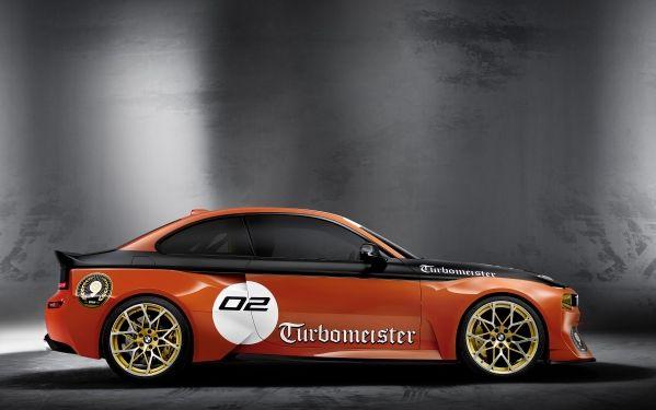 BMW 2002 Hommage side