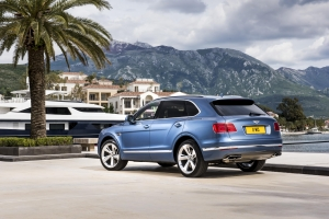 bentley-bentayga-diesel-side-and-rear