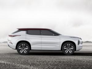 Mitsubishi gt phev concept side
